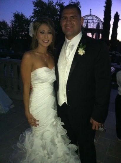 [Image: Cain-Velasquez-michelle-Borquez-wedding-pic.jpg]