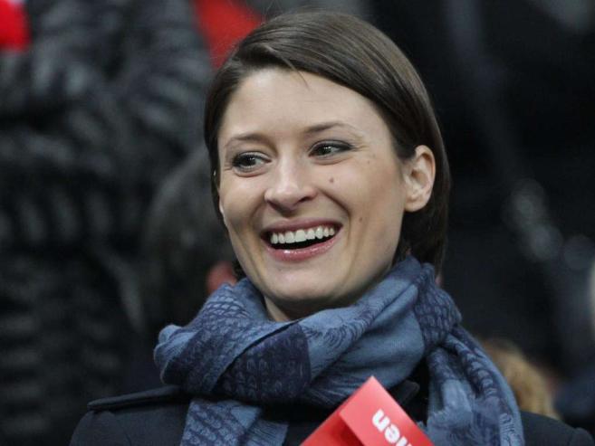 video kathrin glich is bayern munich 39 s goalkeeper manuel neuer 39 s girlfriend bio wiki photos. Black Bedroom Furniture Sets. Home Design Ideas