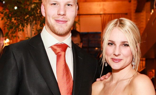 Julie Eller NHL player Lars Eller's Wife