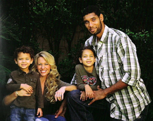 Family photo of the basketball player, dating Vanessa Macias, famous for San Antonio.