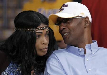 Pamela ¨Pam¨ Bryant is L. A Lakers Kobe Bryant' s Mother!