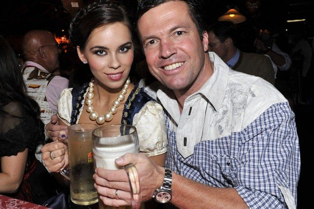 Do you remember who was the latest soccer wag married to the retired German player Lothar Matthaus? Some of you remember Lothar's ex-wife as Christina Matthaus others as Kristina Liliana Tchoudinova and some of you simply know her as Liliana Nova; the former Mrs. Matthaus was recently busted for stealing her current boyfriend's credit card and going on $7.000 shopping free at Bergdorf Goodman. #lotharmatthaus #liliananova #christinamatthaus @fabwags