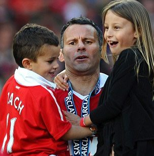 Meet Stacey Cooke or Stacey Cooke Giggs and even Stacey Giggs, who is a well know soccer WAG at Manchester United, most recently and temporarily Stacy can be consider to be Manchester United First Lady, since her hubby Ryan Giggs was introduced as interim player-manager of Manchester United following the sacking of David Moyes. #manchesterunited #ryangiggs #staceycooke #staceygiggs @fabwags