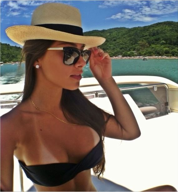 Gabriella Lenzi - Barcelona Player Neymar's New Girlfriend ...