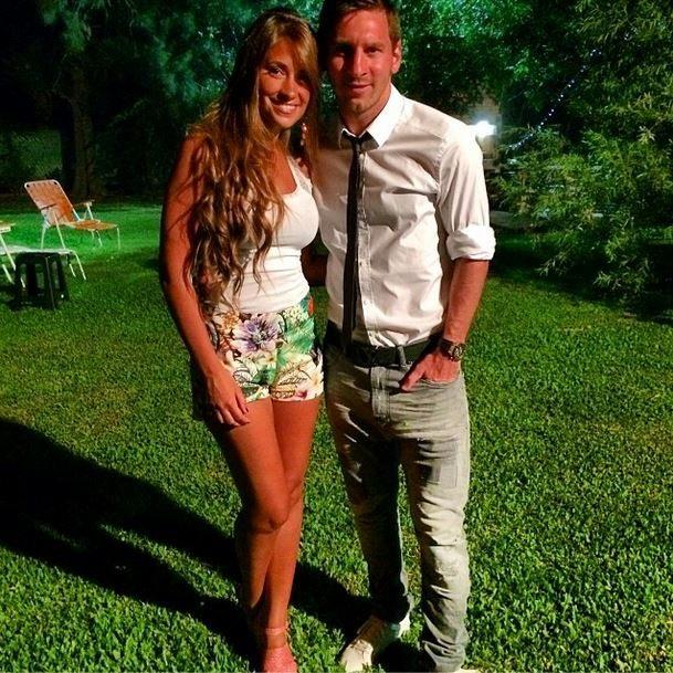Roccuzzo – Argentina Soccer Star Lionel Messi's Girlfriend/ Wife