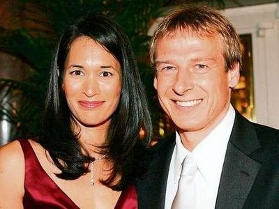 German soccer coach Jurgen Klinsmann, the boss in charge of the U.S National team is married to former model Debbie Chin also known as Debbie Klinsmann, and this lovely soccer wag is the person this article is all about! #jurgenklinsmann #debbiechin #debbieklinsmann#lailaklinsmann #jonathanklinsmann @fabwags
