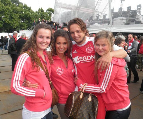 Daley Blind, the  Dutch midfielder is one of the hottest soccer player on his team and many of his fans wonder if Blind has a girlfriend at the moment. Do you know who is Daley Blind's girlfriend? Is he single? married? who is that lovely girl named Candy-Rae Fleur? #daleyblind #dutchsoccerwags #candyraefleur @fabwags