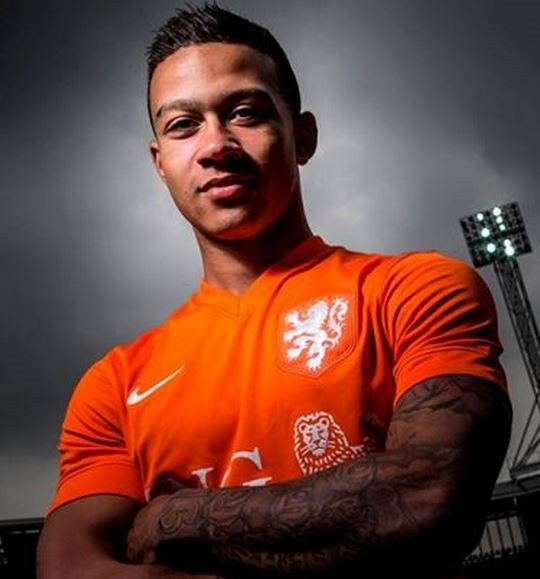 Who is Dutch Soccer Player Memphis Depays girlfriend?