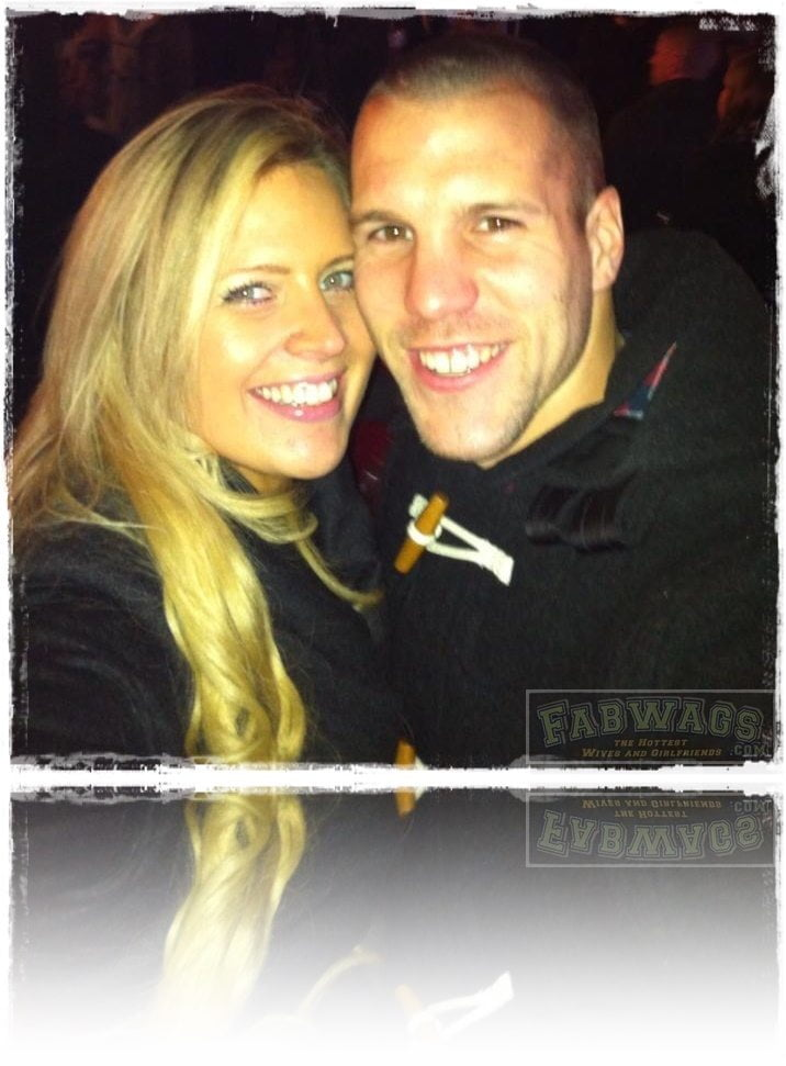 Dutch soccer Player Ron Vlaar  divorced from ex-wife Stephanie Vlaar aka Stephanie Bakker in 2012,  his new girlfriend is  Yvonne Neefjes. #netherlandswags #ronvlaar #yvonneneefjes @fabwags