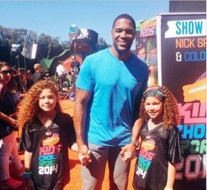 Michael Strahan twi in daughters