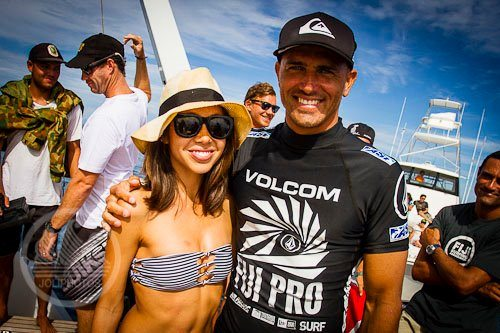 how did kalani miller and kelly slater meet