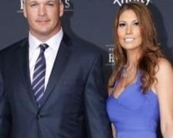 who is brian urlacher dating now When it comes to brian urlacher's dating resume, the beauty of two women in particular stand out: jenny mccarthy and paris hilton  the now-retired urlacher was .