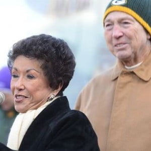 """the life and times of football star bart starr The bowden dynasty: a story of faith, family & football film description: from veteran tv and film producer john corry, along with rob harvell and brian goodwin, the producers of espn films' """"the book of manning"""" and """"i hate christian laettner,"""" comes """"the bowden dynasty: a story of faith, family & football"""" this feature-length documentary film explores the life and times of."""