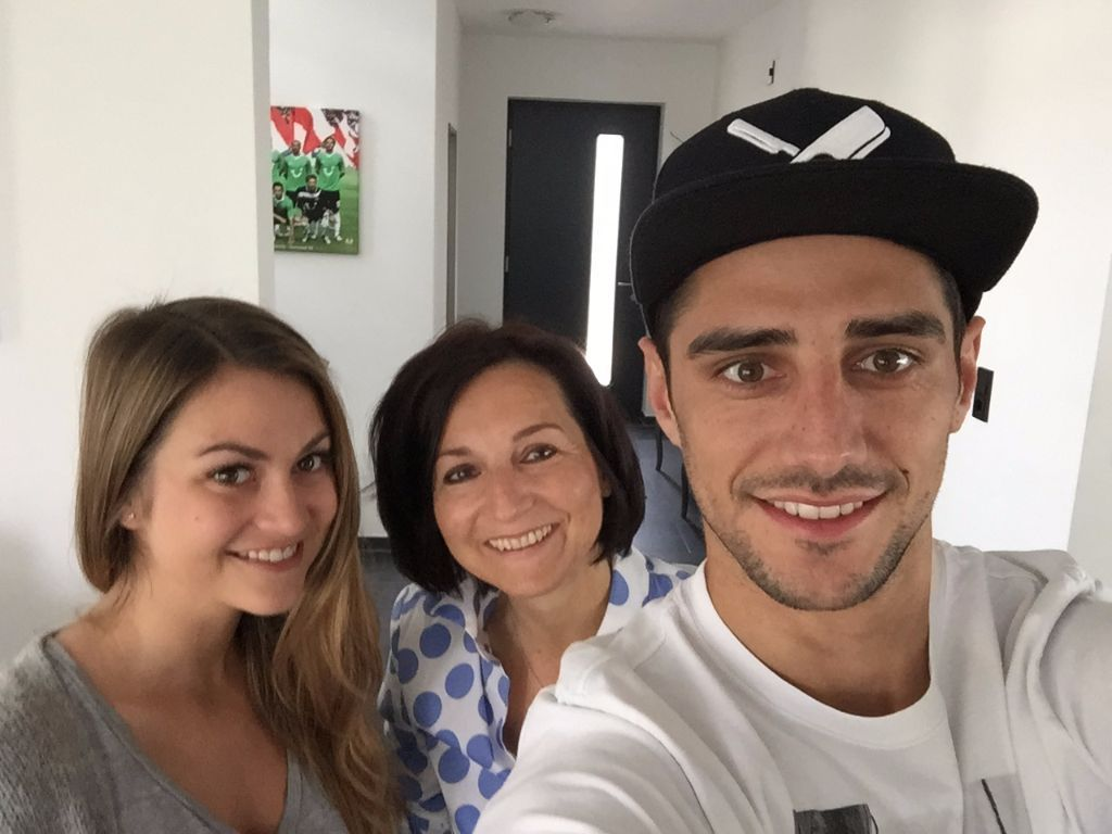 927599 Wags Chelsea Fc Football Players Wife And Girlfriend furthermore Ludmila Ludy Emboaba Brazilian Soccer Player Oscars Wife moreover Photos together with 14 Self Mirror Shots Ironic One besides 288582288594070427. on oscar emboaba daughter